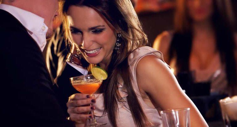 Для чего девушки ходят в бары и клубы?