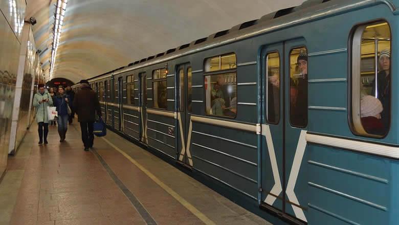 Девятилетний мальчик не уступил место в метро