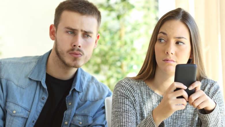Муж ревнует. Реально ли затащить к психологу?